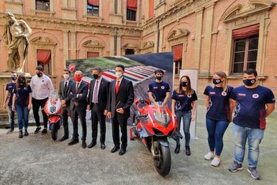 Unibo MotoStudent, con Ducati e l'Università di Bologna, vince la competizione Redbull MotoBoost